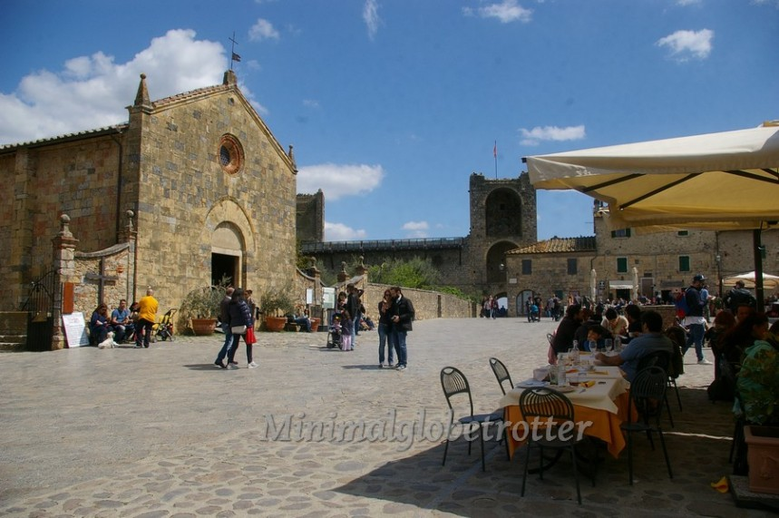 monteriggioni piazza