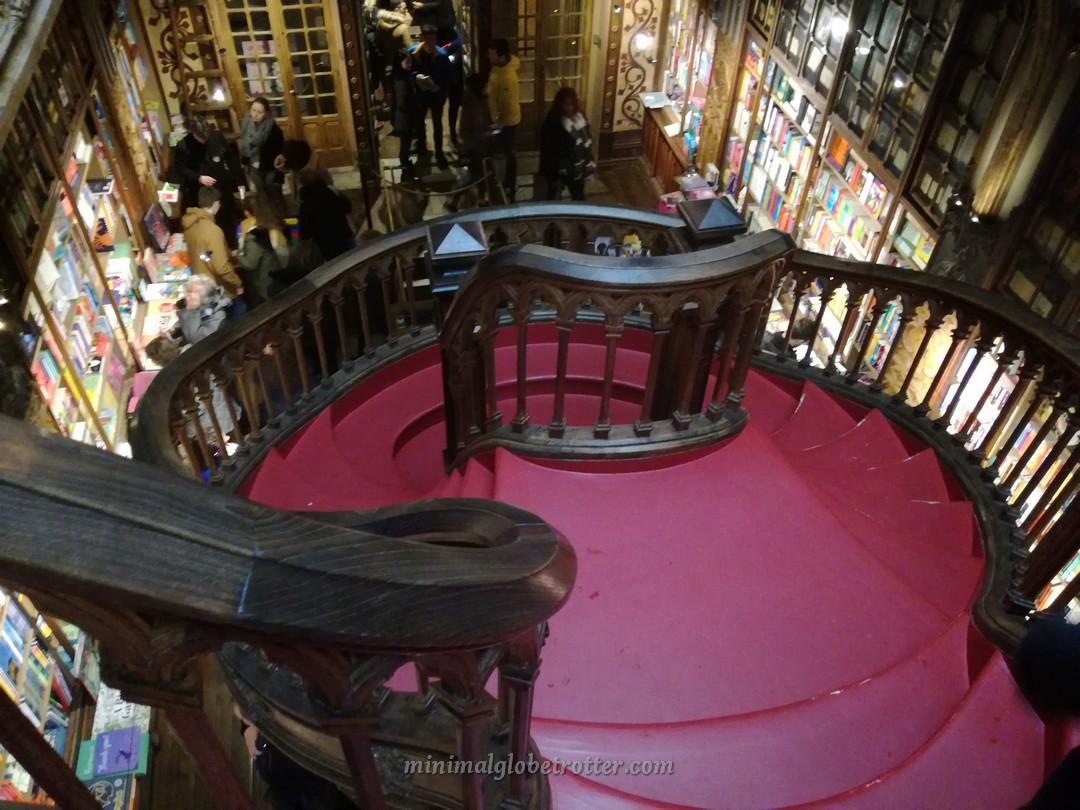Scala elicoidale livraria Lello e Irmao a Porto