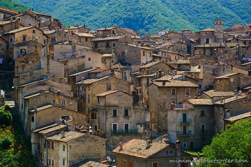 Abruzzo, panorama del paese di Scanno