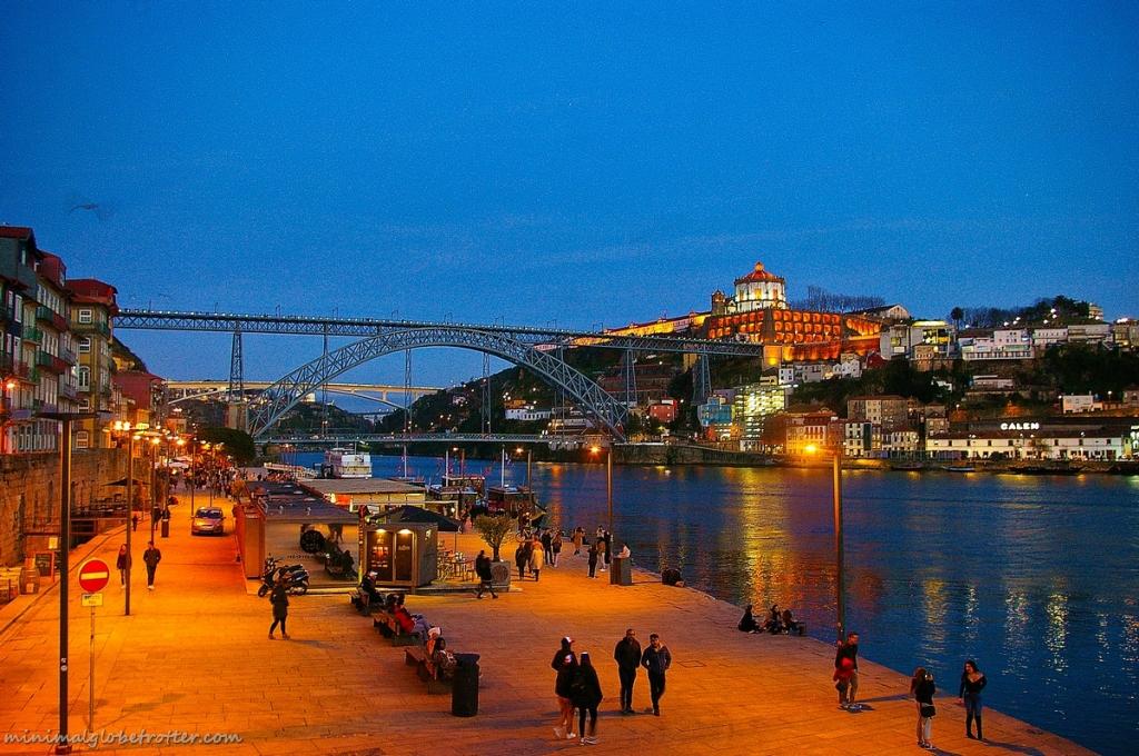 Città di Porto, panoramica notturna sul ponte Dom Luis I
