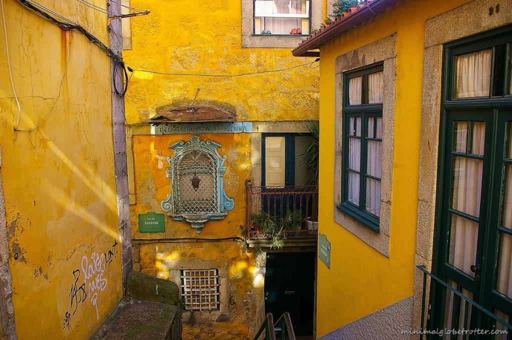 Città di Porto, colorato vicolo della città