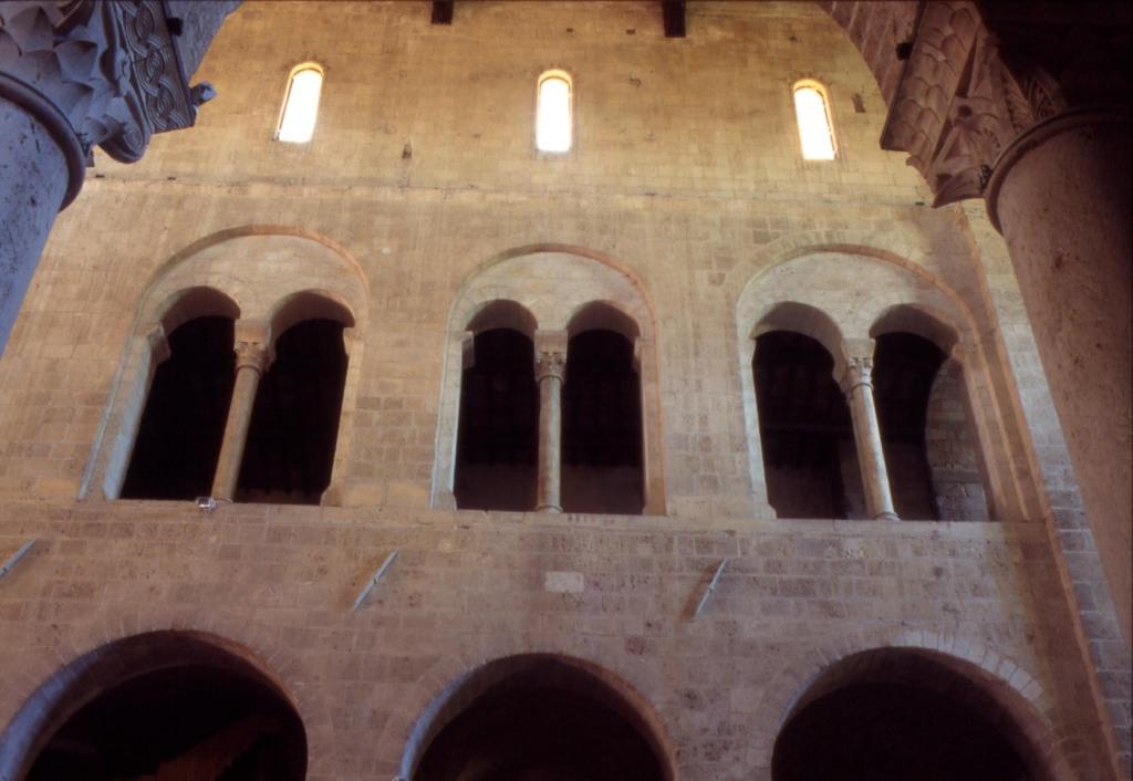 Abbazia Sant'Antimo, interno particolare del matroneo