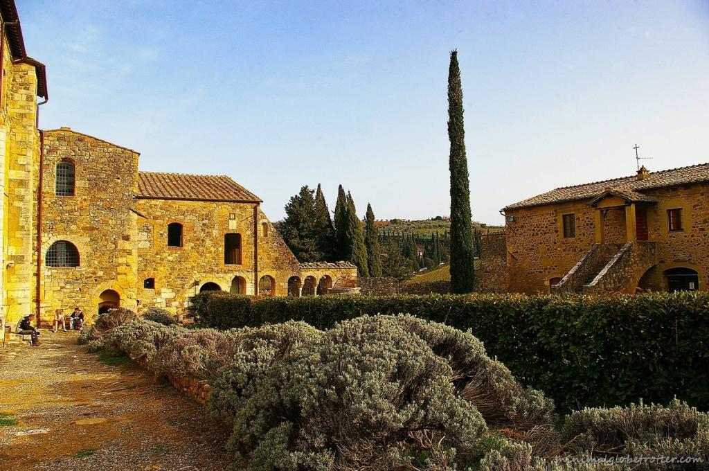 Chiostro dell'antico monastero di Sant'Antimo a Montalcino