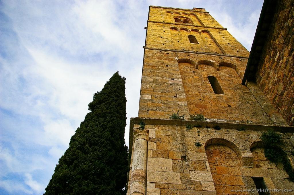 Campanile chiesa Sant'Antimo nella valle dello Starcia, Siena