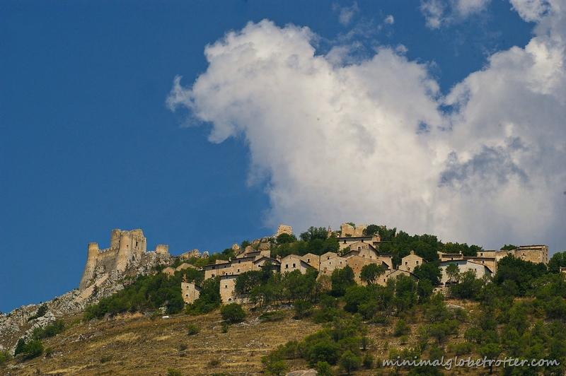 Rocca Calascio veduta del paese con il castello