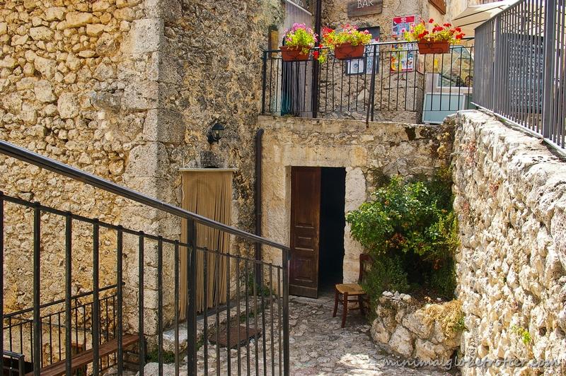 Rocca Calascio particolare del borgo